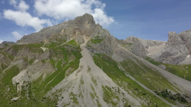 aerial view of costabella and punta uomo mountains - val di fassa - dolomites - canazei video stock e b–roll