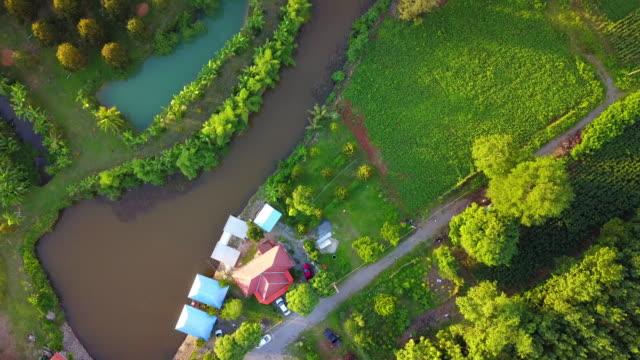 vidéos et rushes de vue aérienne du pays - lotissement