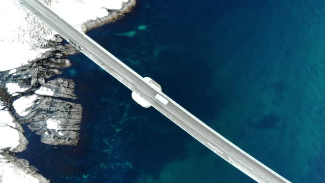 vídeos de stock e filmes b-roll de aerial view of cross island bridge with arctic coastline - vista aérea