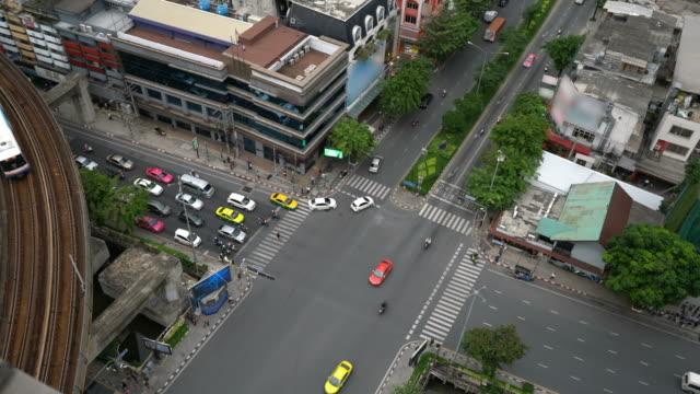 十字の道の眺め - traffic jam点の映像素材/bロール