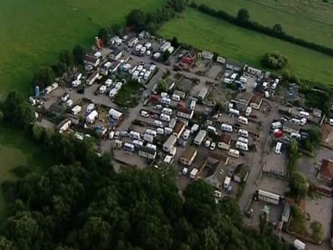aerial view of dale farm an irish traveller halting site in essex - デールファーム点の映像素材/bロール