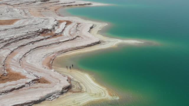 vidéos et rushes de vue aérienne de la mer morte - jordanie. 4k - moyen orient