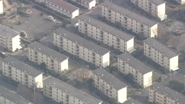 aerial view of decrepit apartments in satellite city of tokyo - 老朽化点の映像素材/bロール
