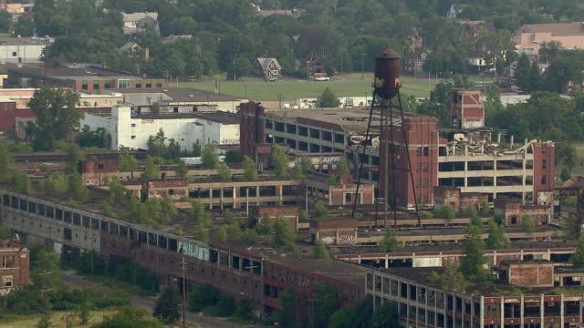 vídeos y material grabado en eventos de stock de aerial view of defunct packard automotive plant in detroit, michigan. - estilo siglo xx