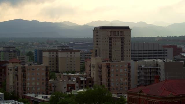 vídeos de stock, filmes e b-roll de vista aérea de denver - denver