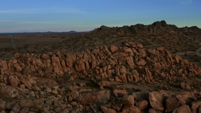 aerial view of desert in mojave - deserto mojave video stock e b–roll