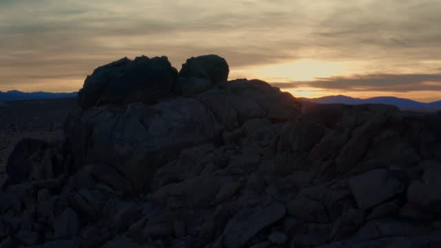 vídeos y material grabado en eventos de stock de aerial view of desert in mojave - punta descripción física