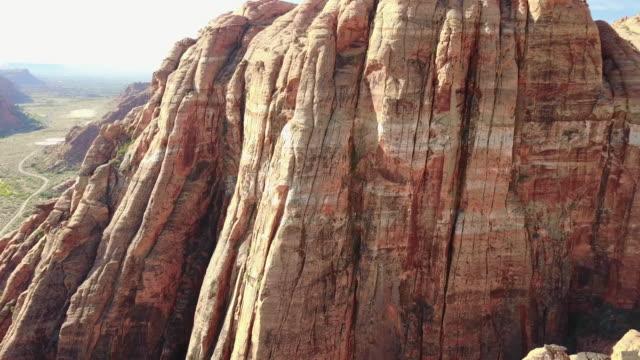 砂漠の砂の石や崖の航空写真 - ザイオン国立公園点の映像素材/bロール