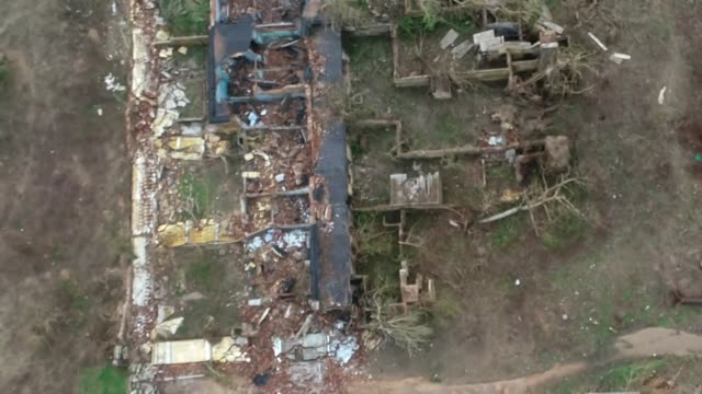 vídeos de stock, filmes e b-roll de aerial view of destruction caused by cyclone fani in puri india - condições meteorológicas extremas