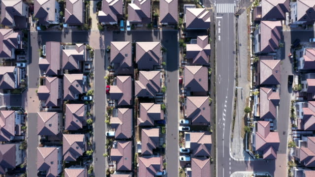 vídeos y material grabado en eventos de stock de aerial view of detached houses in suburb - aircraft point of view