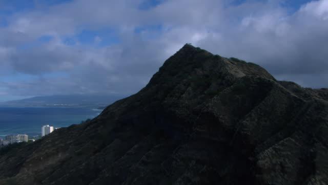 aerial view of diamond head and city, waikiki, honolulu, oahu, hawaiian islands. - oahu stock videos & royalty-free footage
