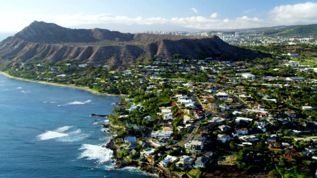 aerial view of diamond head volcano oahu hawaii - hawaii inselgruppe stock-videos und b-roll-filmmaterial