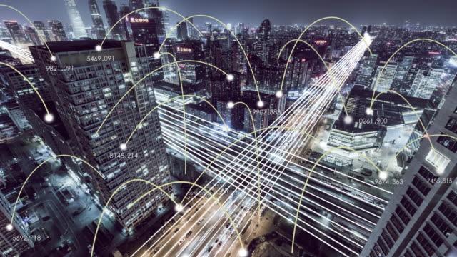 vídeos de stock, filmes e b-roll de t/l ws ha vista aérea da cidade digital e a rede da cidade à noite - evolução