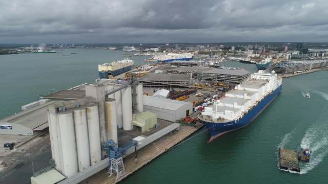 aerial view of docks of southampton, in southampton, hampshire, uk on wednesday, september 30, 2020. - horizon stock videos & royalty-free footage