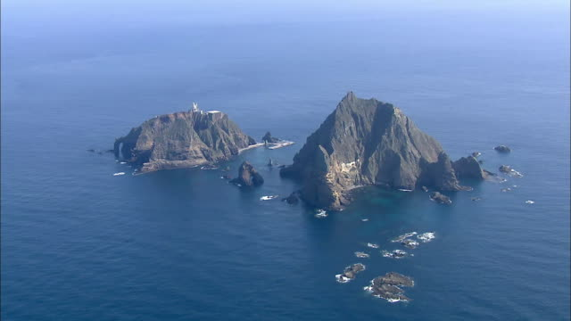 aerial view of dokdo island (dokdo is korean islets located to east of korean peninsula-popular destination) - north gyeongsang province stock videos & royalty-free footage