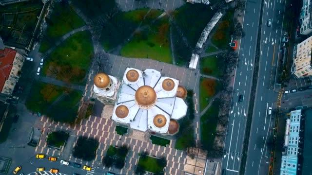 vidéos et rushes de vue aérienne de la dormition de la cathédrale de la mère de dieu/varna-bulgarie - culture de l'europe de l'est