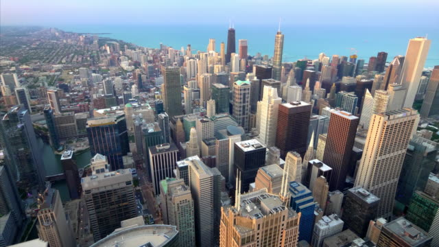 aerial view of downtown chicago city skyline and lake michigan from above in chicago, illinois (logos blurred for commercial use) - sezione superiore video stock e b–roll