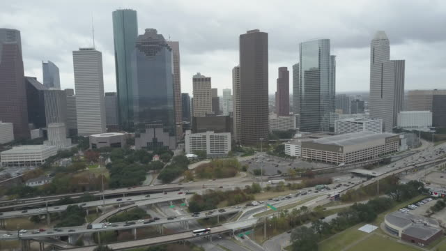 stockvideo's en b-roll-footage met aerial view of downtown houston, texas. - b roll