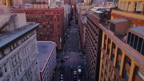 vidéos et rushes de aerial view of downtown los angeles at sunset - centre ville