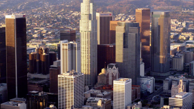 vídeos y material grabado en eventos de stock de aerial view of downtown los angeles, red r3d 4k, 4k, 4kmstr - cincuenta segundos o más