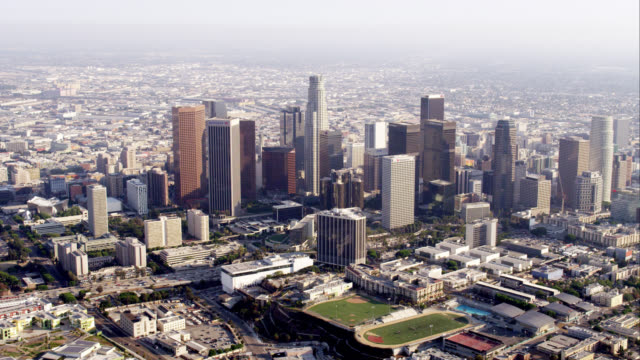 ws aerial view of downtown los angeles, red r3d 4k, 4k, 4kmstr - stadtzentrum stock-videos und b-roll-filmmaterial