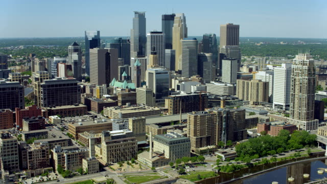 stockvideo's en b-roll-footage met aerial view of downtown minneapolis from riverfront - st. paul minnesota