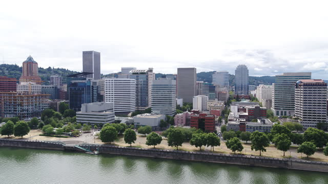 aerial view of downtown portland, oregon's skyline - tom mccall waterfront park stock videos & royalty-free footage