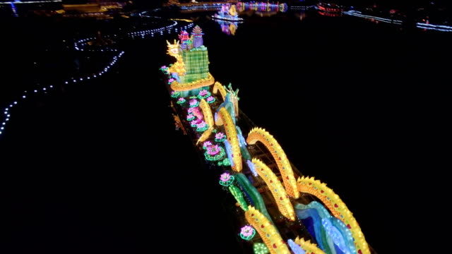 aerial view of dragon lantern in tang paradise city for celebrate chinese spring festival / xi'an, shaanxi, china - chinesisches laternenfest stock-videos und b-roll-filmmaterial