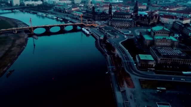 vídeos de stock, filmes e b-roll de vista aérea de dresden - alemanha - rio elbe