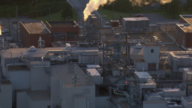 vidéos et rushes de aerial view of dupont manufacturing plant in richmond, virginia, united states of america. - plan large