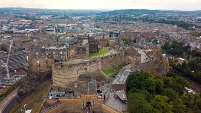 aerial view of edinburgh city and edinburgh castle, scotland - edinburgh castle stock videos & royalty-free footage