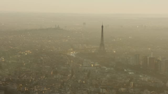 vidéos et rushes de aerial view of eiffel tower and surrounding area in paris france at sunrise - vue subjective d'un avion