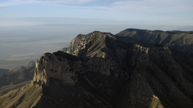 aerial view of el capitan mountain peak in the guadalupe mountains national park, texas, united states of america - エルキャピタン点の映像素材/bロール