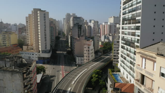 aerial view of elevado costa e silva, called minhocao, sao paulo, brazil - barren stock videos & royalty-free footage