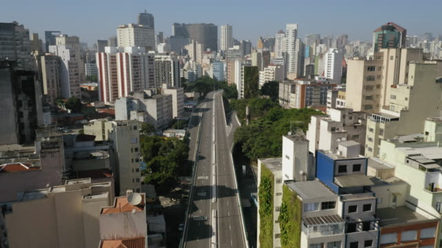 aerial view of elevado costa e silva, called minhocao, sao paulo, brazil - america latina video stock e b–roll