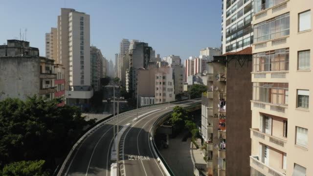 aerial view of elevado costa e silva, called minhocao, sao paulo, brazil - avenue stock videos & royalty-free footage