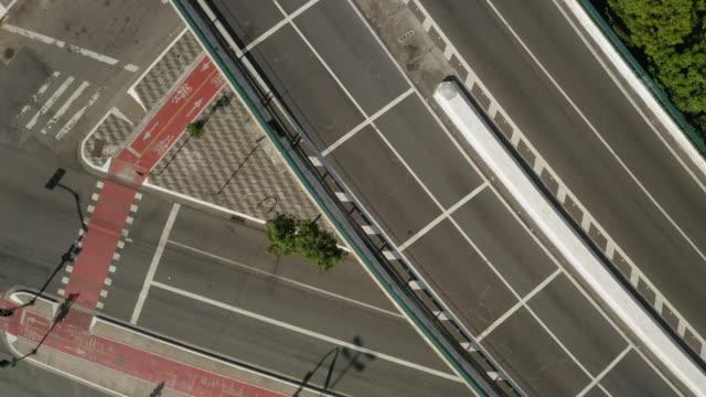 vídeos de stock, filmes e b-roll de vista aérea de elevado costa e silva, chamada minhocao, são paulo, brasil - vazio