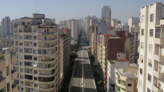 aerial view of elevado costa e silva, called minhocao, sao paulo, brazil - city street stock videos & royalty-free footage