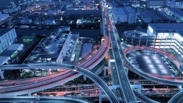夜に高架道路の空撮 - 経済点の映像素材/bロール