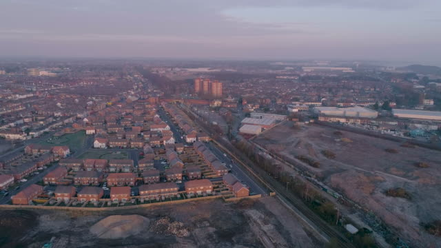 aerial view of ellesmere port railway station and town early morning - 英チェシャー州点の映像素材/bロール