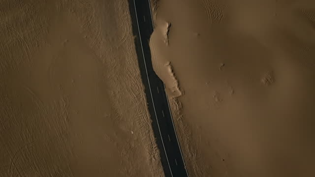 vidéos et rushes de aerial view of empty road in desert and sand dunes - mort concepts