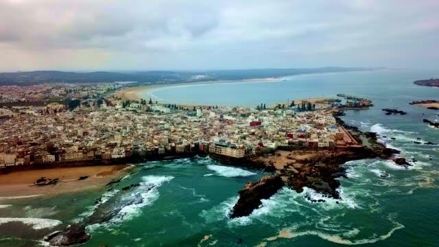 vidéos et rushes de vue aérienne d'essauira-maroc - maroc