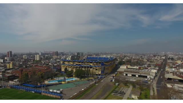vidéos et rushes de aerial view of estadio alberto j. armando on september 13, 2018 in buenos aires, argentina. - la boca