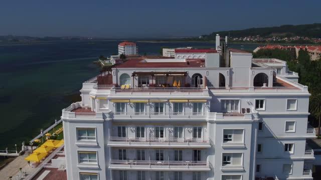 stockvideo's en b-roll-footage met aerial view of eurostarts hotusa hotel in la toja on june, 2017. la toja es una isla española perteneciente a la provincia de pontevedra, en galicia,... - puente