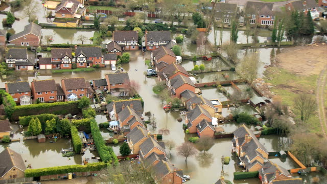 aerial view of extensive river flooding surrey uk - uk video stock e b–roll