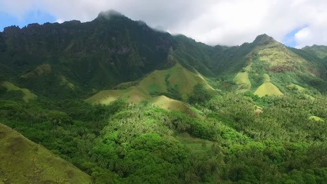 vídeos de stock, filmes e b-roll de aerial view of fatu hiva - territórios ultramarinos franceses