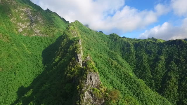 stockvideo's en b-roll-footage met aerial view of fatu hiva - frans polynesië