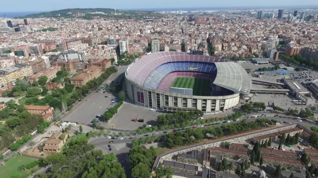 vídeos de stock e filmes b-roll de aerial view of fc barcelona camp nou stadium - estádio