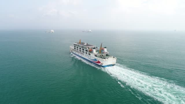 vídeos de stock, filmes e b-roll de aerial view of ferryboat at qiongzhou strait - cruzeiro