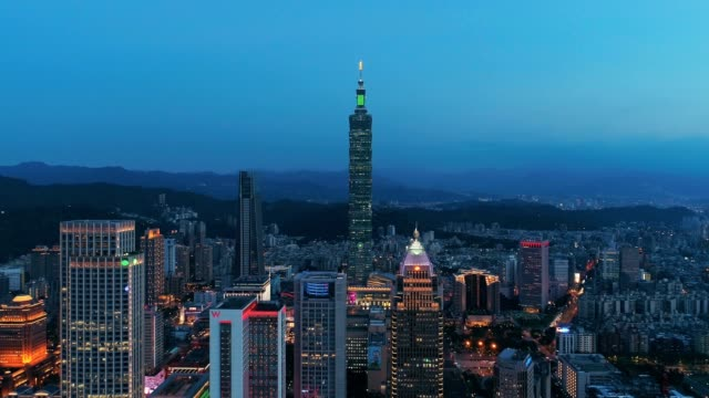 aerial view of financial district in taipei at dusk, taiwan - taipei 101 stock videos & royalty-free footage